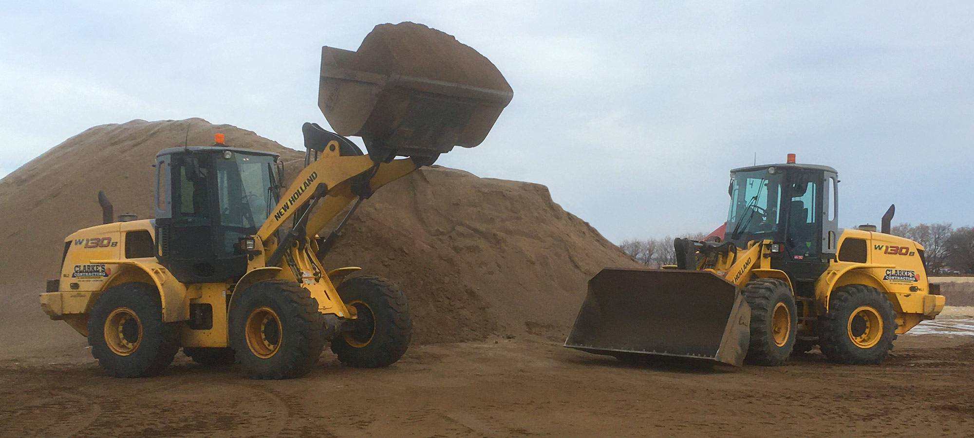 Loader with buckets / gravel